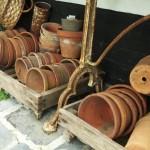 Mouiller les pots en terre cuite